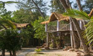 semi-deluxe-hut